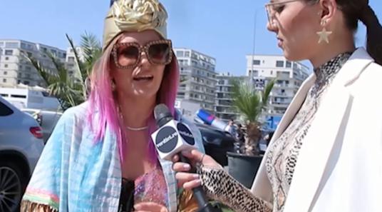 """Delia, mesaj de la mălul mării! Vedeta a dezvăluit cum își alege outfiturile: """"Nu sunt înnebunită după shopingul online, dar exagerez cu..."""""""