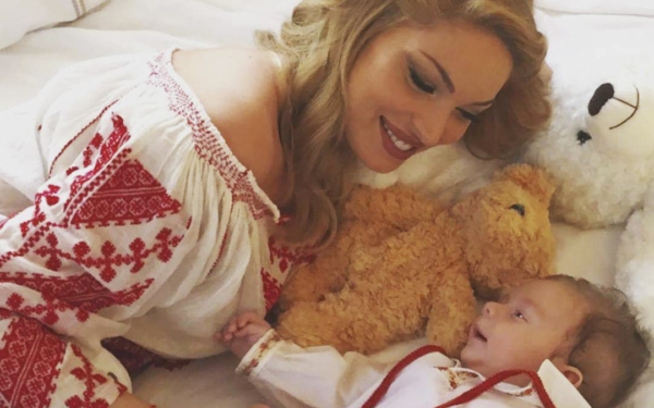 """Valentina Pelinel a vorbit despre viața de mămică: """"A fost pentru prima oară în viață când nu am făcut..."""""""