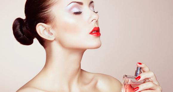 Așa faci să reziste parfumul mai mult. Trucuri care te ajută să păstrezi mirosul parfumului favorit