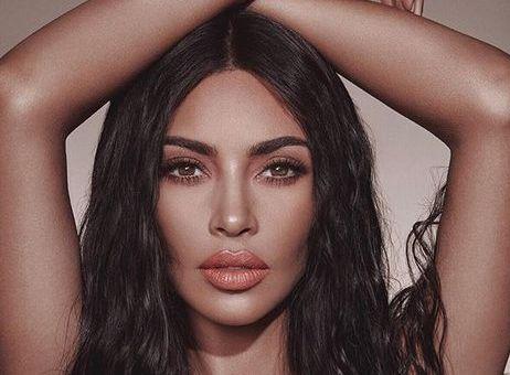 Kim Kardashian este adepta schimbărilor. Vedeta are acum părul verde neon VIDEO