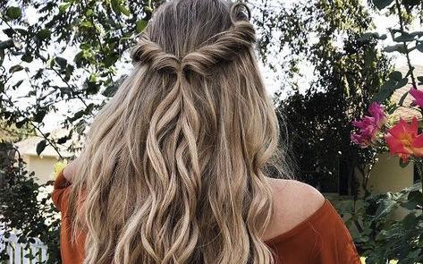 10 coafuri pentru păr mediu dacă mergi la o nuntă