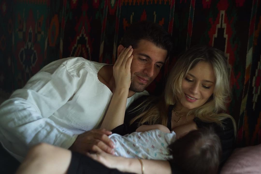 Laura Cosoi a postat primele fotografii cu chipul fetiței ei (1)