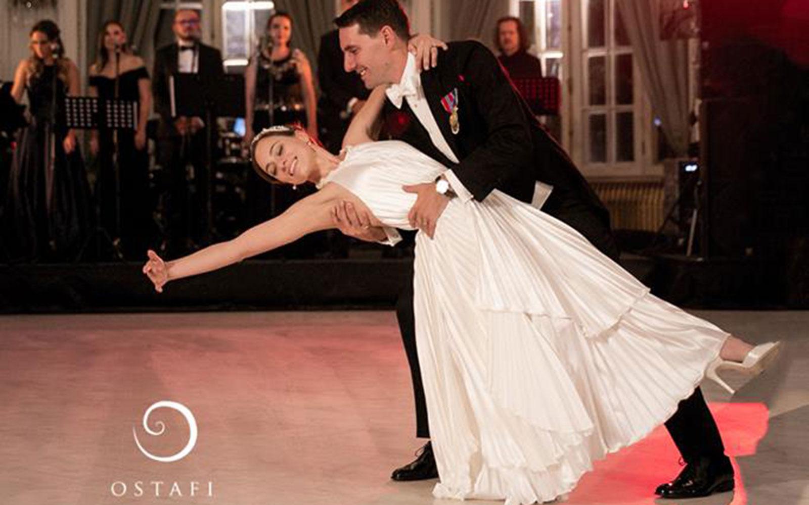 Absolut superbă! Ce rochie a îmbrăcat Alina Binder pentru dansul mirilor