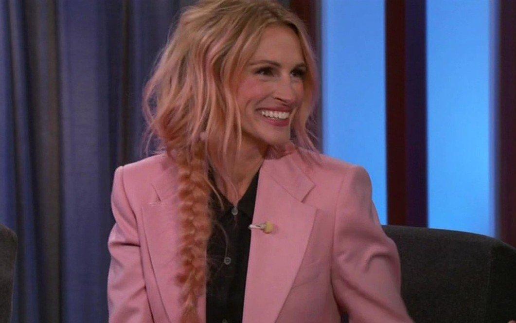 La 51 de ani, Julia Roberts și-a vopsit părul roz