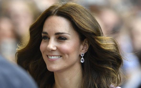 Secretul tenului perfect al lui Kate Middleton. Uleiul care reduce vizibil ridurile și îl găsești la orice magazin