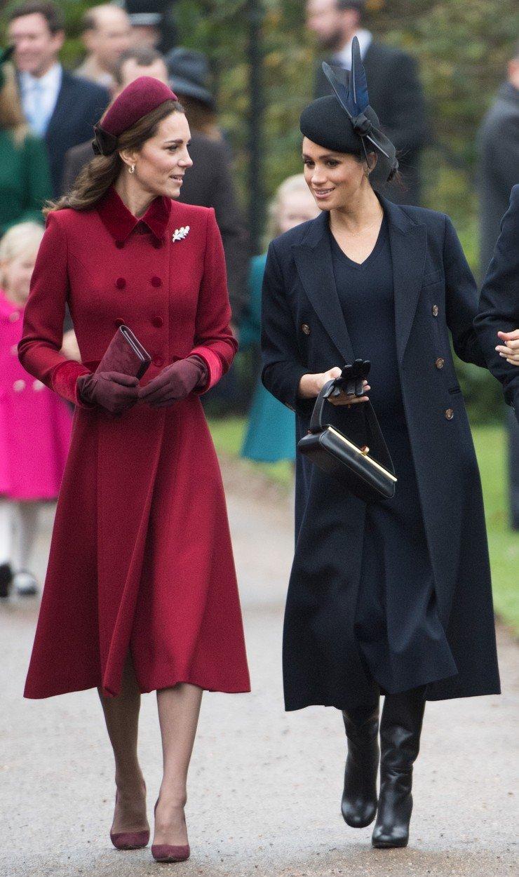 Cum s-au îmbrăcat Meghan Markle și Kate Middleton la slujba de Crăciun
