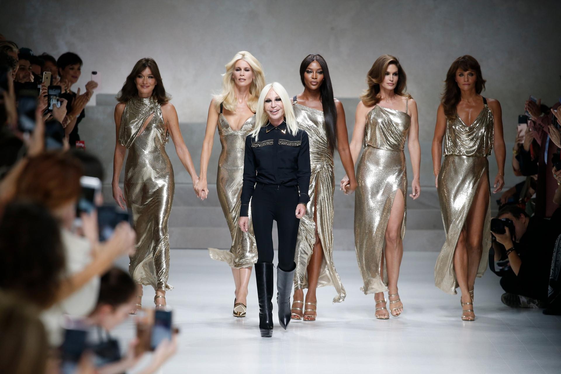 Donatella Versace a recreat o rochie pe care Jennifer Lopez a purtat-o acum 18 ani (2)