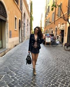 Cristina Ich ținute frumoase Cristina Ich pantaloni scurți, body, jachetă, geantă