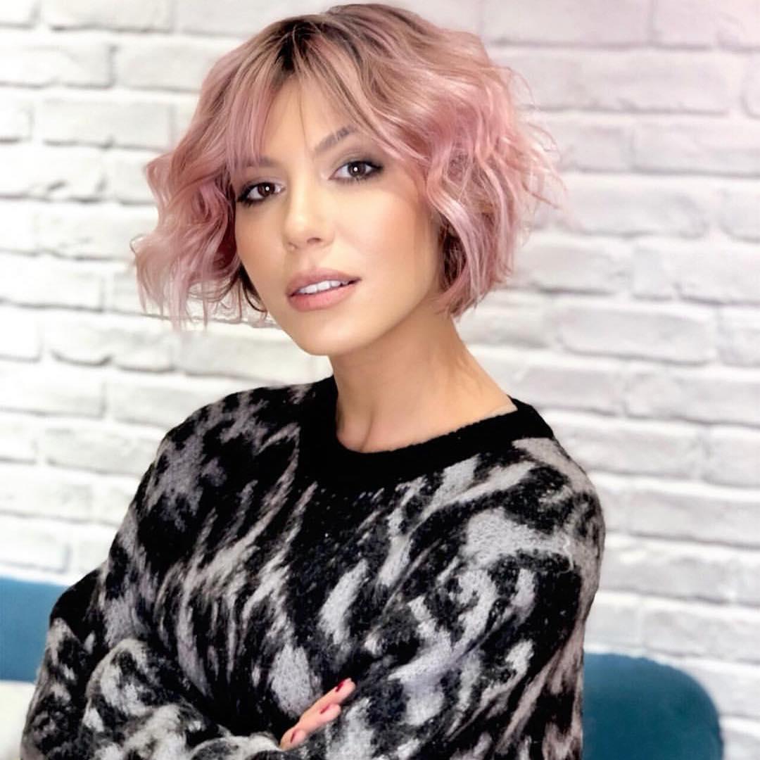 Culori De Păr La Modă în 2019 Roz Sore Păr Roz Scurt Ondulat