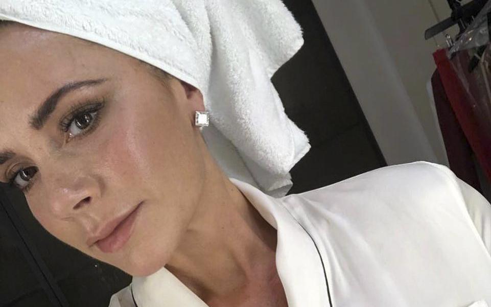 Victoria Beckham plătește peste 1.500 de dolari pentru o cremă anti-îmbătrânire. Este făcută din propriul sânge