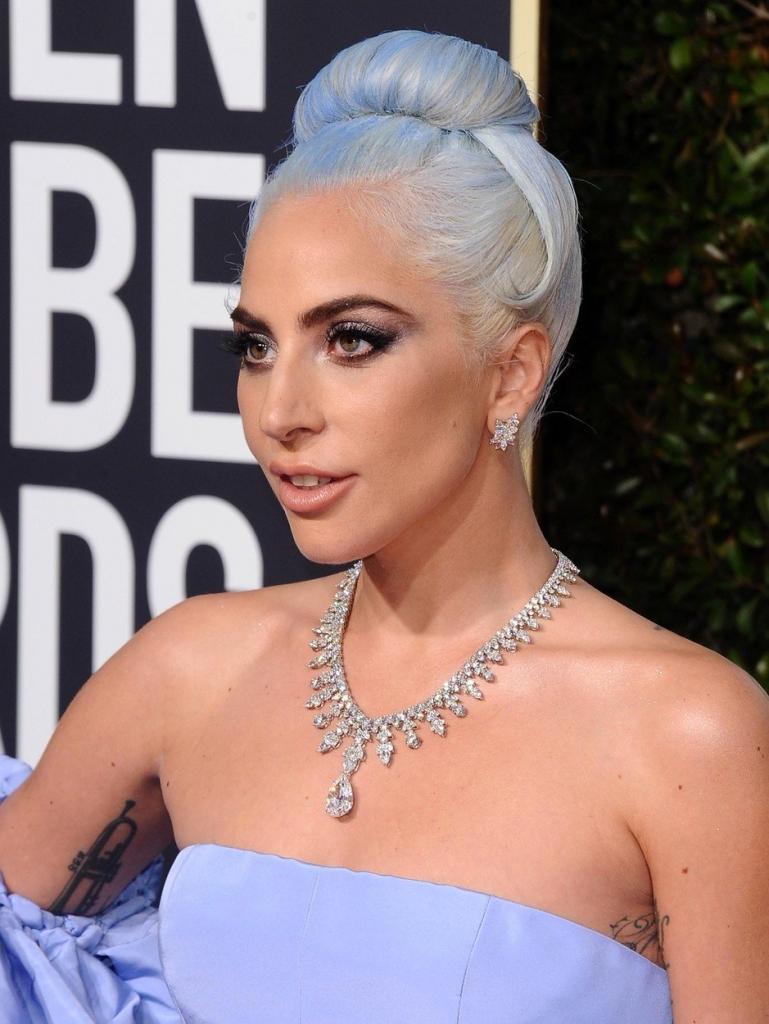 Cele mai frumoase coafuri de la Globurile de Aur 2019 - Lady Gaga coc simplu