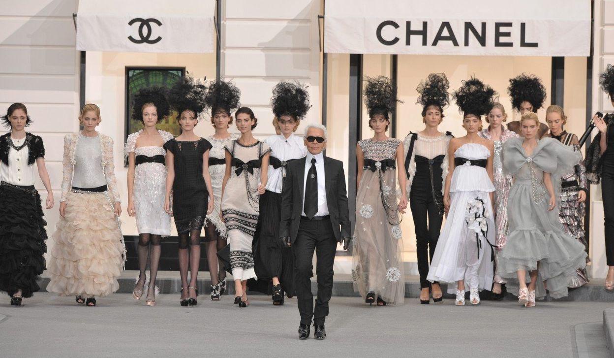 Chanel - o istorie a prezentărilor spectaculoase regizate de Karl Lagerfeld!