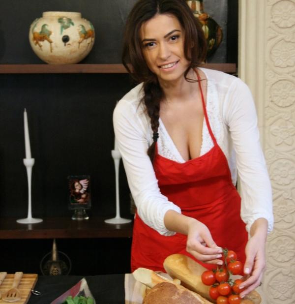 Diana Bart, la cratiță! Vedeta lasă cariera în televiziune pentru cursuri de gătit1