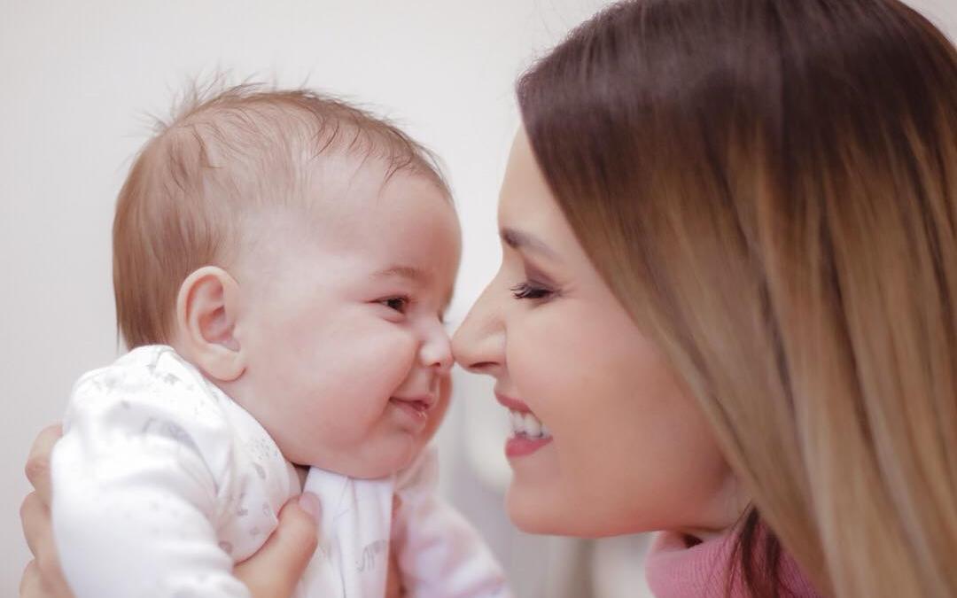 Ela Crăciun își va boteza băiețelul la începutul lunii martie (4)