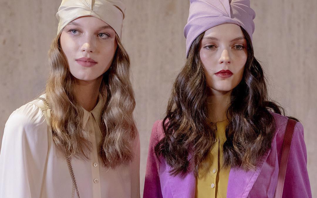 """New York Fashion Week: """"Fiesta"""" culorilor și a sclipiciului"""