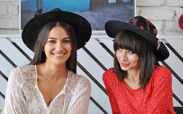 VIDEO EXCLUSIV: Două tinere antreprenoare realizează o pălărie personalizată, perfectă pentru cadoul de Valentine's Day
