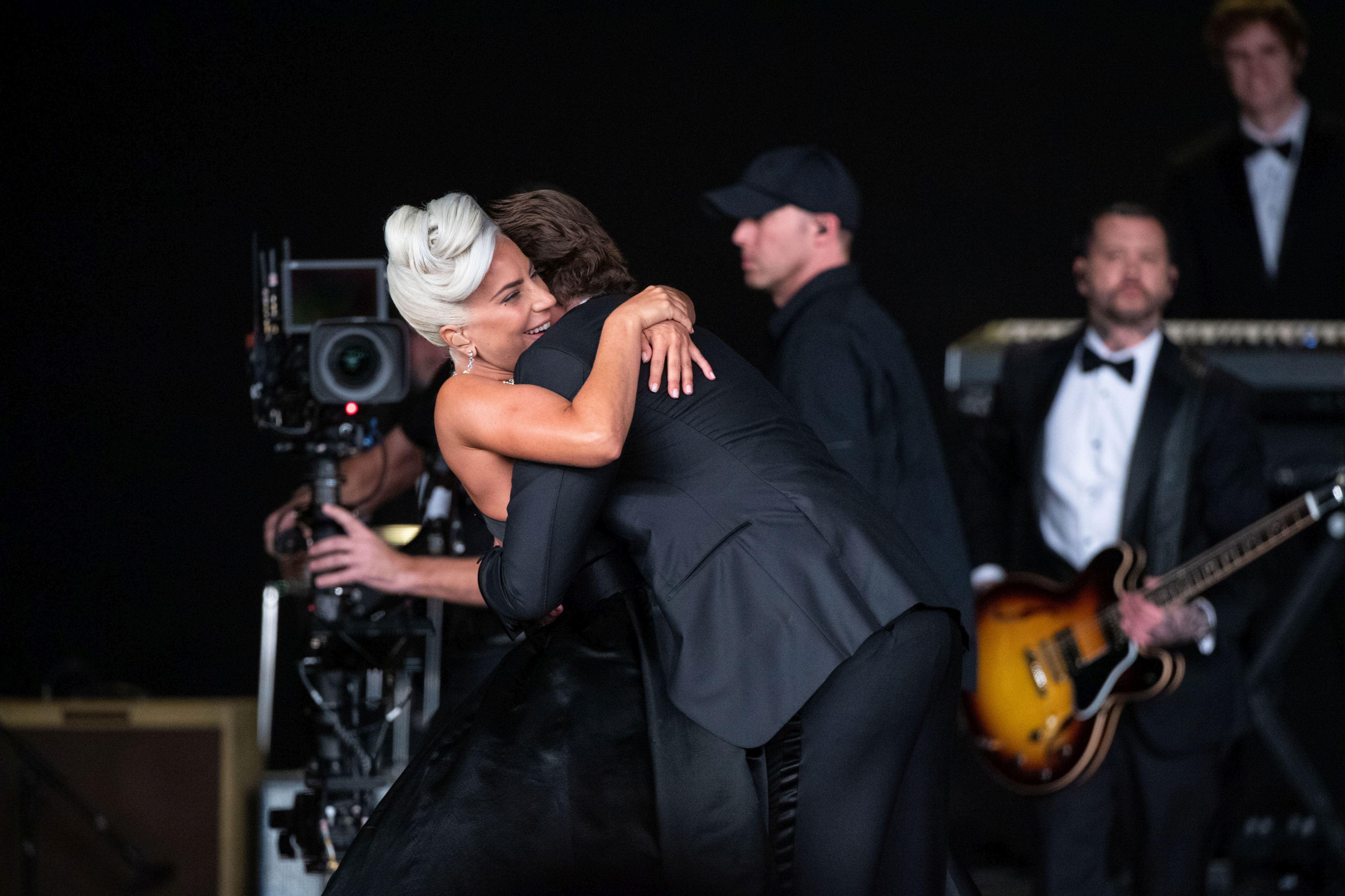 Bradley Cooper şi Lady Gaga, moment romantic la Oscar 2019! Cei doi au cântat împreună pe scenă