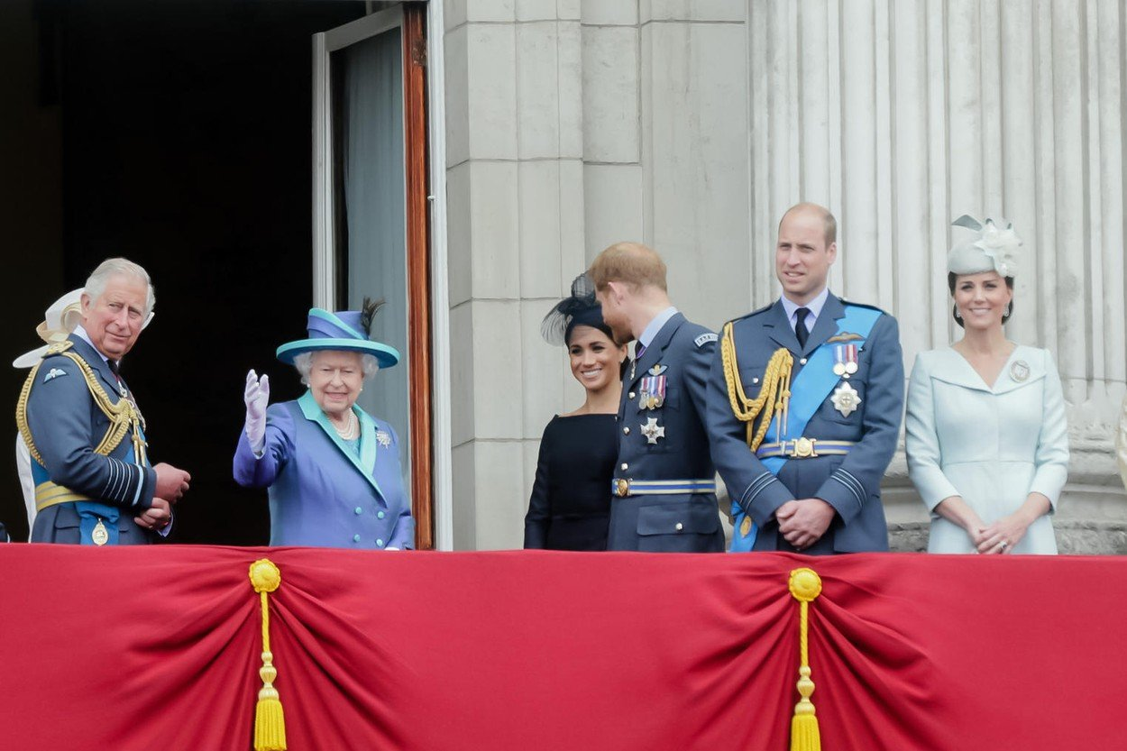 London, UK. 10th July 2018. Members of the British Royal Family watching the flypast from Buckingham Palace Balcony to commemorate 100 years of the RAF Credit: amanda rose/Alamy Live News