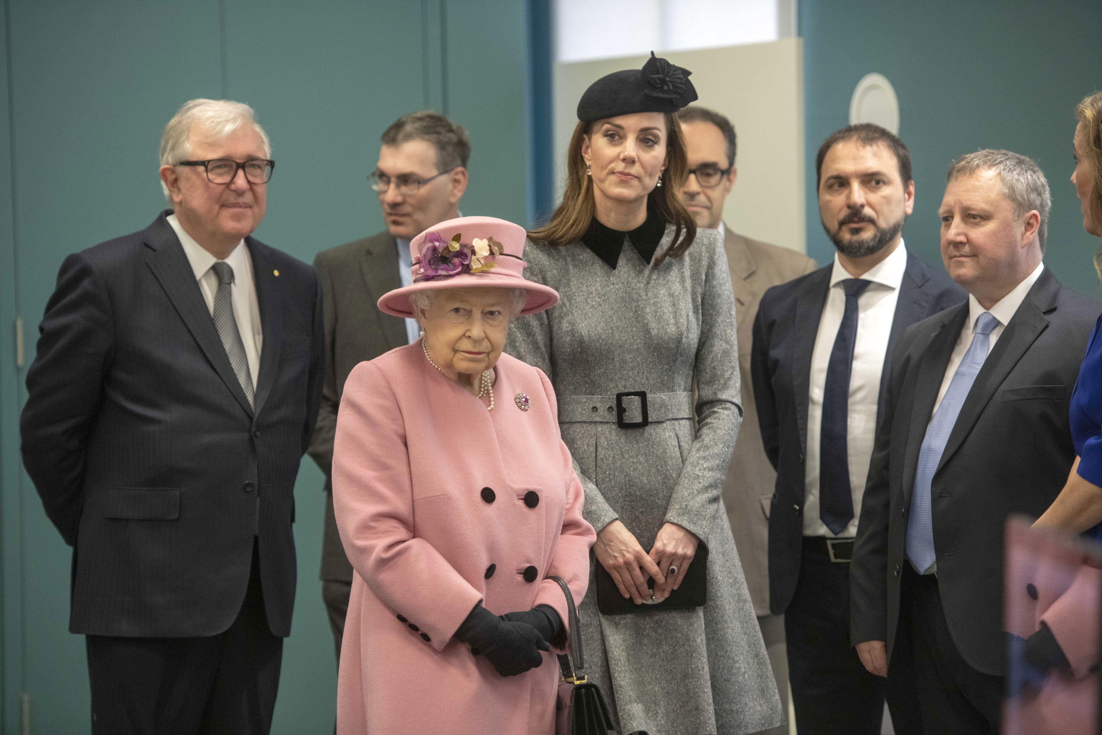 Dovada că Kate Middleton este preferata Reginei Elisabeta! Ce a făcut suverana pentru Ducesa de Cambridge