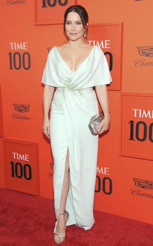 """Sophia Bush, la Gala """"Time 100"""" 2019, într-o rochie lungă, creație J. Mendel, colecția Primăvară-Vară 2019"""