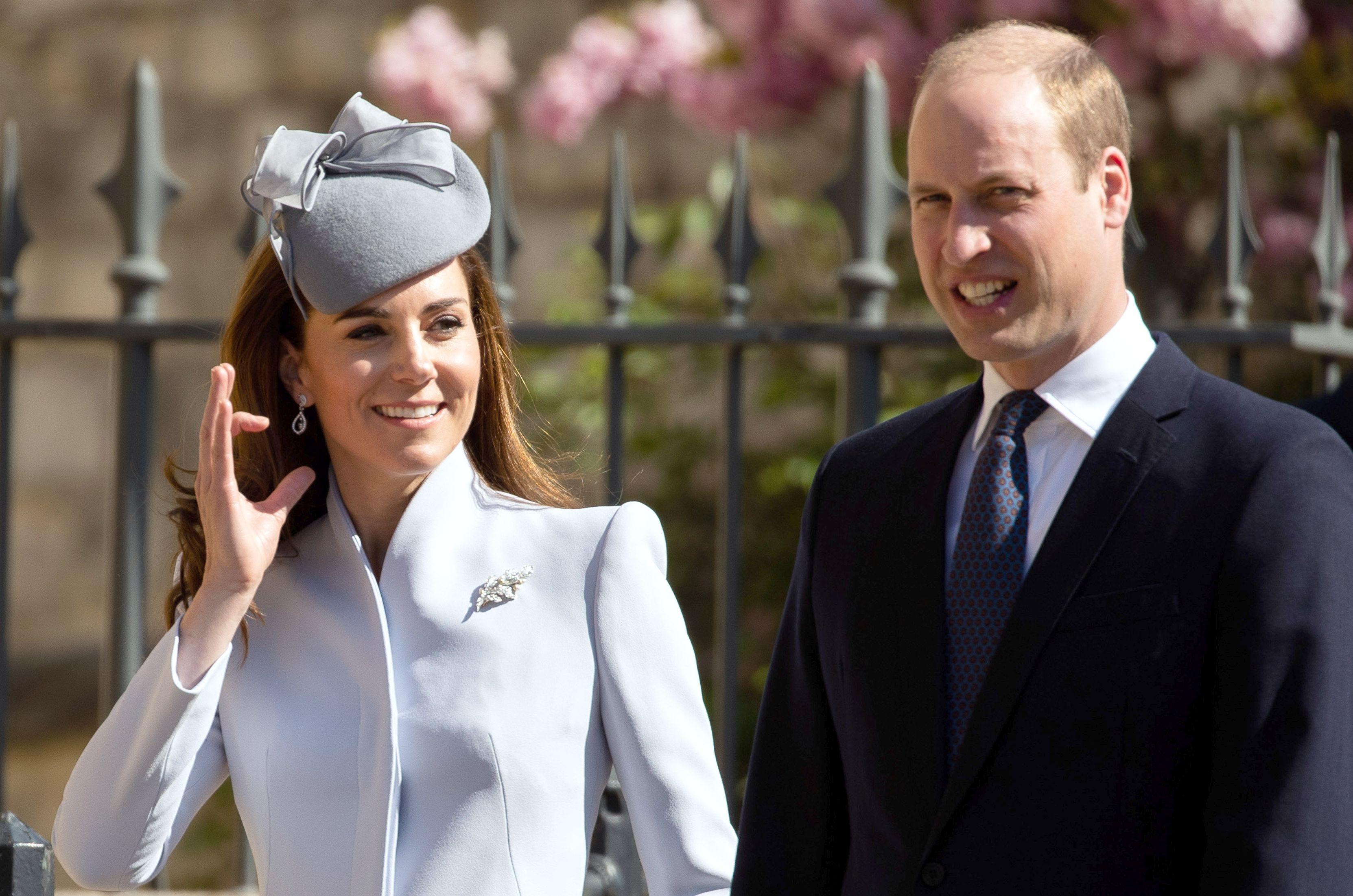 Ce ţinută a purtat Kate Middleton la slujba de Paştele Catolic