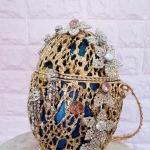 Așa arată cea mai scumpă geantă din lume. Din ce este confecționată și cine a creat-o