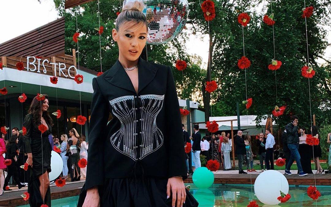 Alina Eremia, pe covorul roșu la petrecerea Viva! 20 de ani