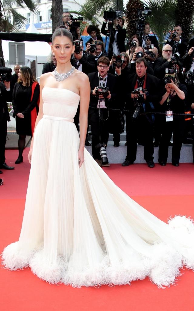 Camila Morrone în Miu Miu, Festivalul de la Cannes 2019