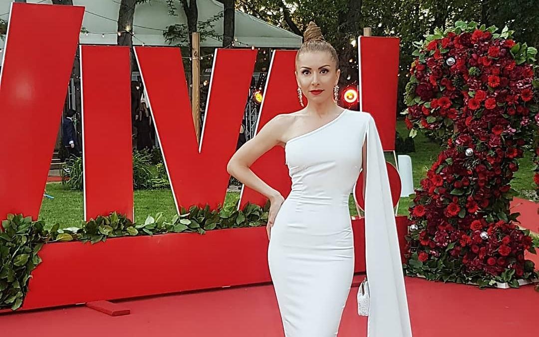 Carmen Brumă, apariție impecabilă pe covorul roșu, la Petrecerea Viva!