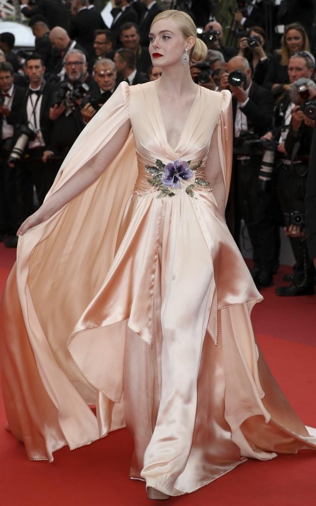 Ce au purtat celebritățile în prima seară a Festivalului de Film de la Cannes 2019. Elle Fanning în Gucci