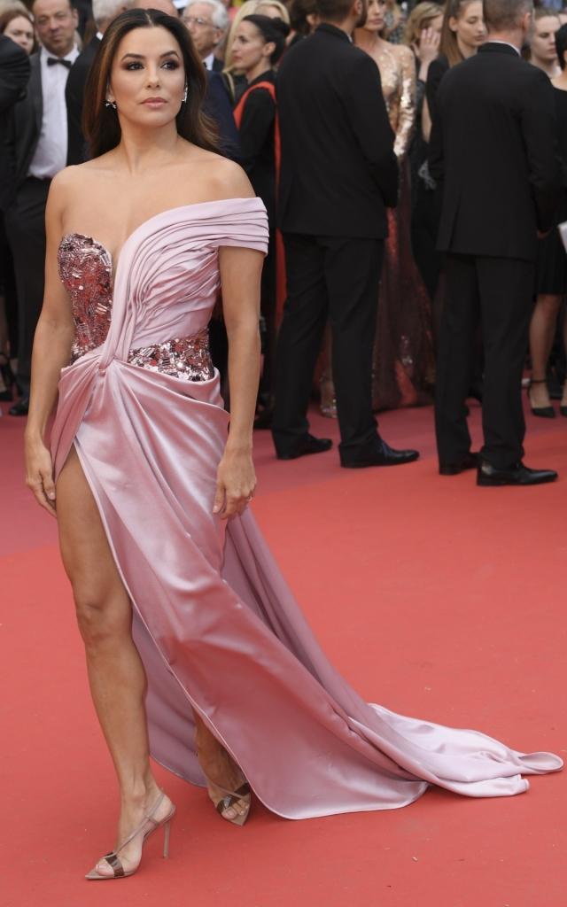 Ce au purtat celebritățile în prima seară a Festivalului de Film de la Cannes 2019. Eva Longoria în Alberta Ferretti