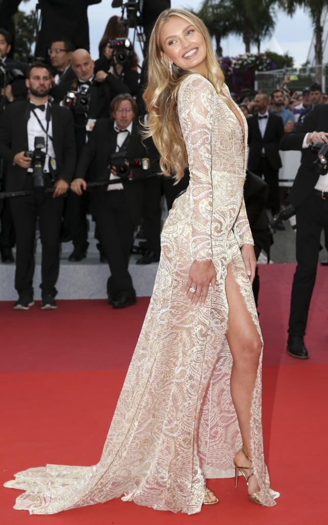 Ce au purtat celebritățile în prima seară a Festivalului de Film de la Cannes 2019. Romee Strijd în Etro