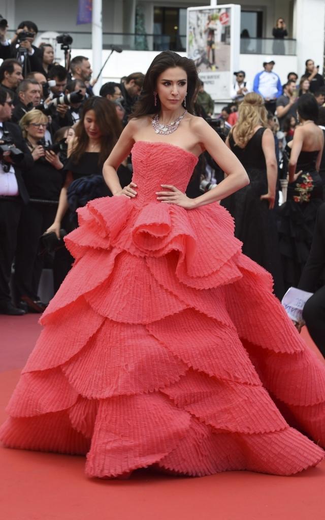 Celebritățile în a doua seară a Festivalului de Film de la Cannes 2019. Sririta Jensen în Michael Cinco Couture