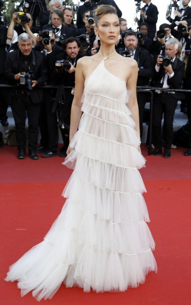 Celebritățile în a treia seară a Festivalului de Film de la Cannes 2019. Bella Hadid în Dior Couture