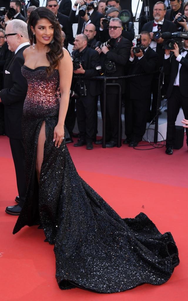 Celebritățile în a treia seară a Festivalului de Film de la Cannes 2019. Priyanka Chopra în Roberto Cavalli Haute Couture
