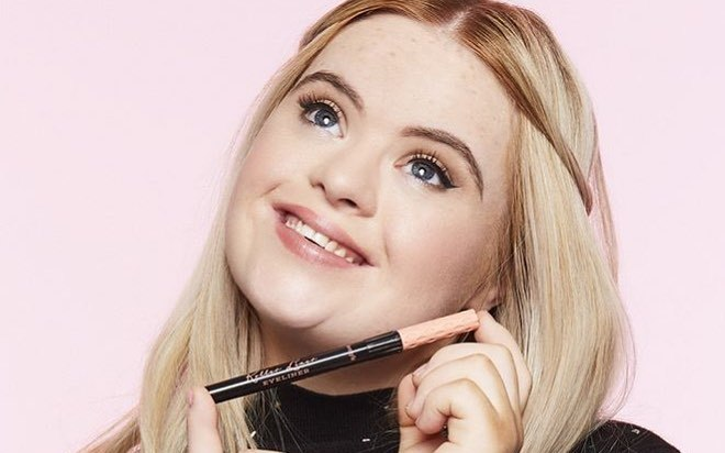 Noua imagine Benefit Cosmetics este o tânără cu Sindromul Down