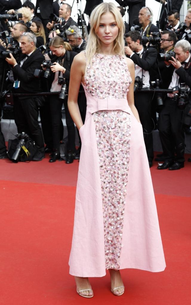Sasha Luss în Chanel, Festivalul de la Cannes 2019