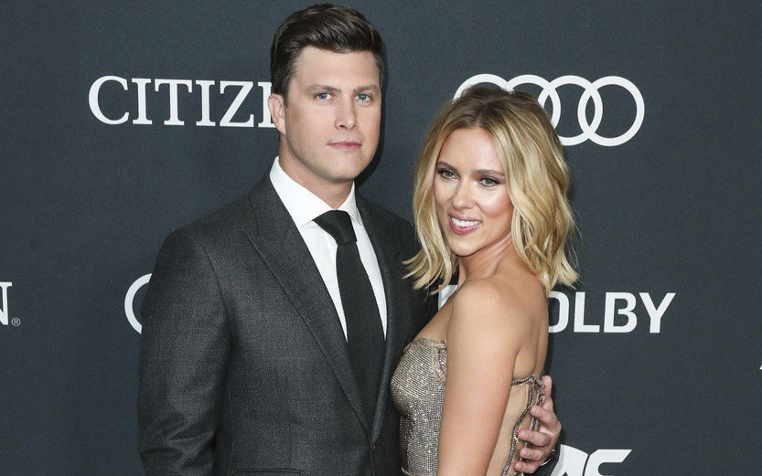 Scarlett Johansson s-a logodit cu actorul Colin Jost