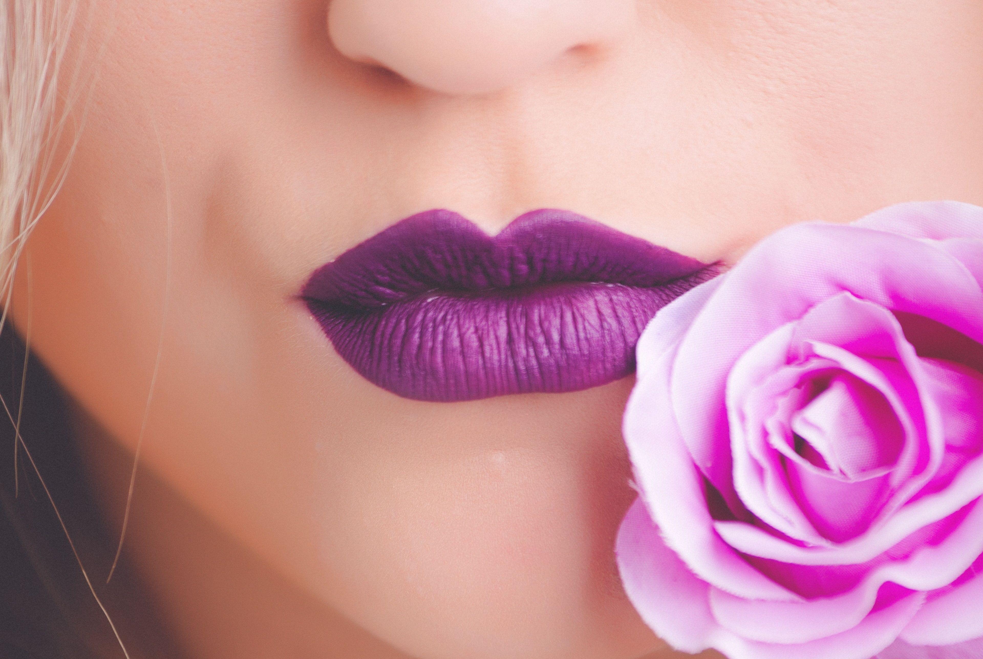 Cele mai rezistente rujuri mate pentru buze seducătoare
