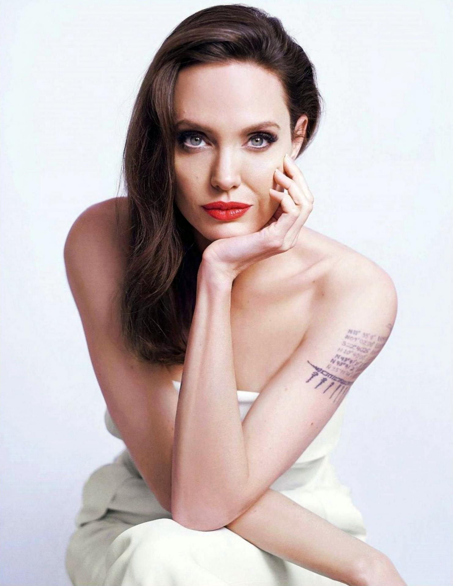 Angelina Jolie, schimbare de look pentru un rol! Pentru ce culoare de păr a optat actrița