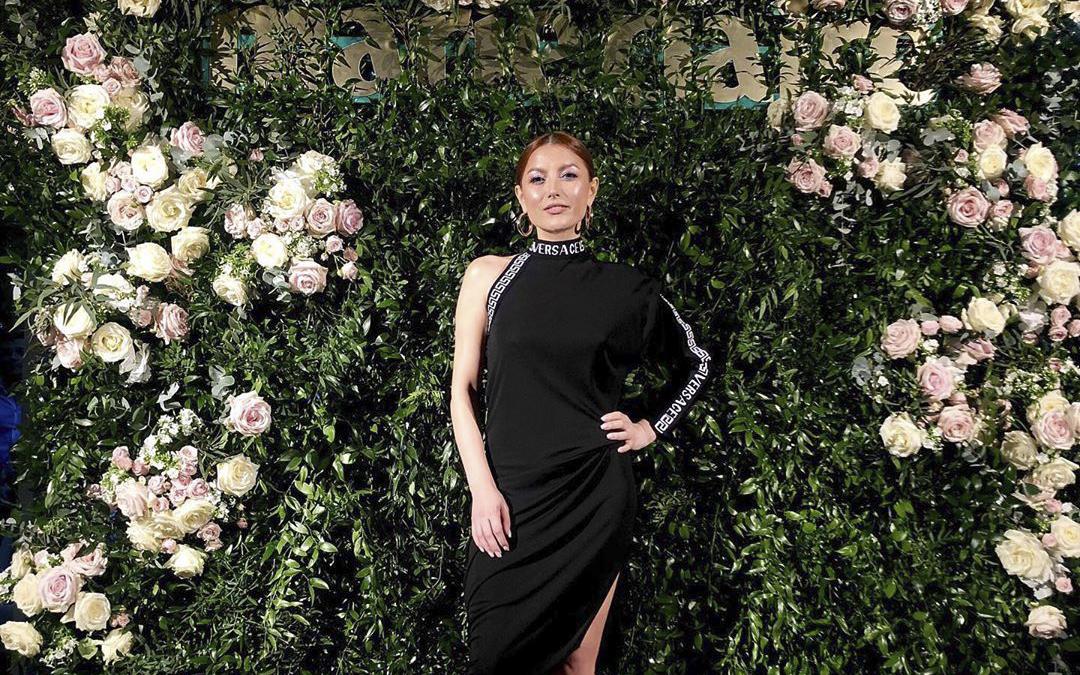 Elena Gheorghe și-a dat singură Verdictul! Ar mai purta aceeași ținută și a doua oară