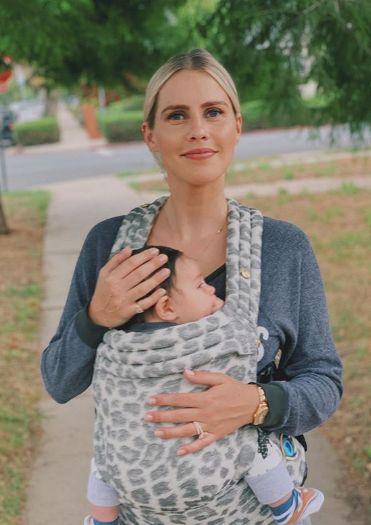 Actriţa Claire Holt a vorbit despre naşterea fiului său