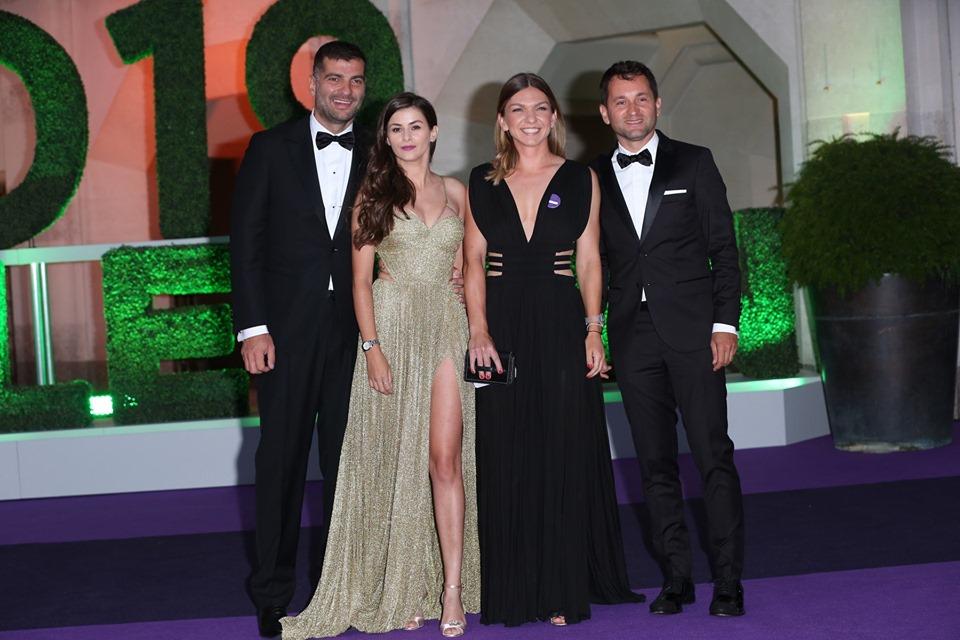 Cum s-au îmbrăcat Simona Halep şi iubitul la dineul oficial de la Wimbledon