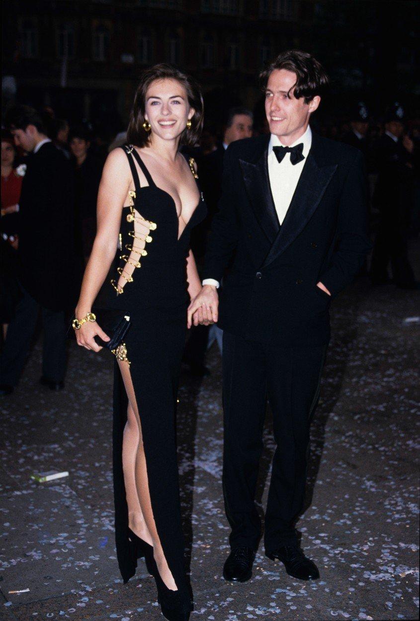 """Liz Hurley și Hugh Grant la premiera filmului """"Patru nunți și o înmormântare"""""""