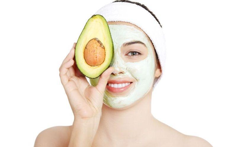 Mască de față cu avocado! Hrănește pielea și te ajută să uiți de imperfecțiuni