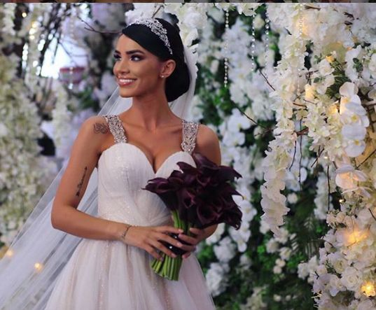 Adelina Pestriţu a îmbrăcat două rochii de mireasă la nunta sa!