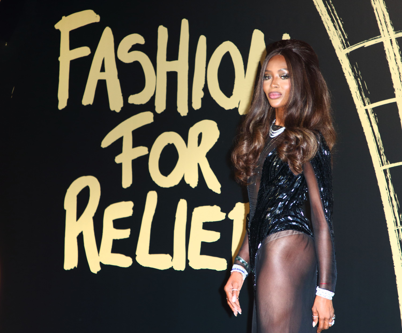 Naomi Campbell - sexy la gala caritabilă 'Fashion For Relief'