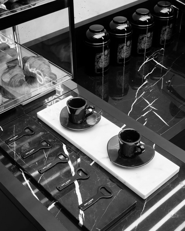Brandul Saint Laurent deschide o cafenea în Paris