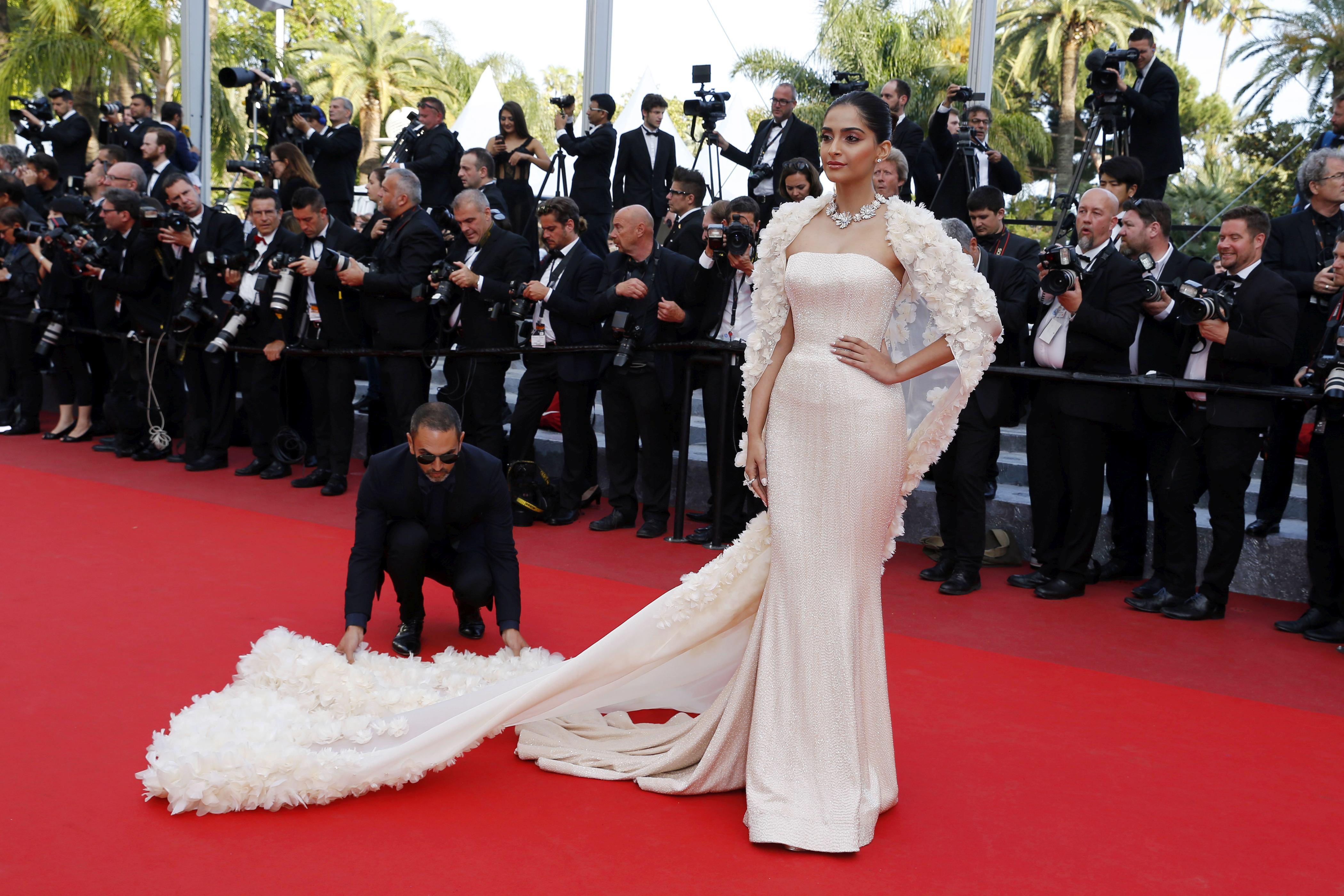 Celebrități ce au purtat rochii de mireasă pe covorul roșu