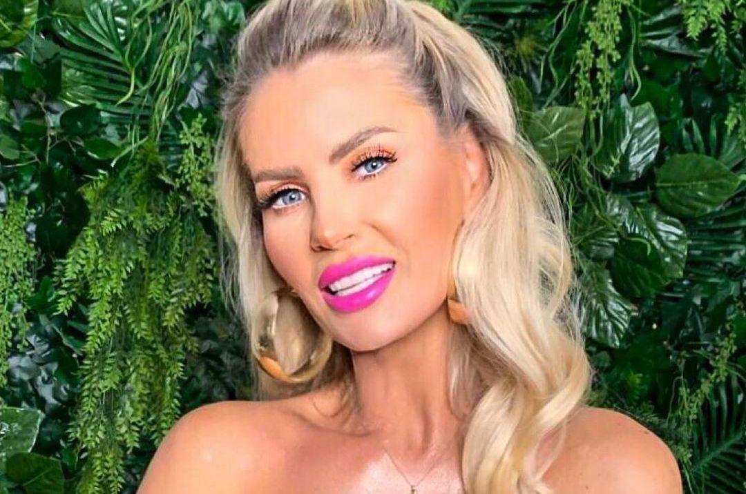 Câte operaţii estetice are Andreea Bănică?